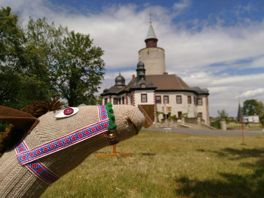 Steckenpferd vor der Burg Posterstein